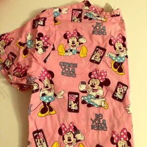 """Tops - Minnie Mouse scrub top """"Express your selfie"""""""